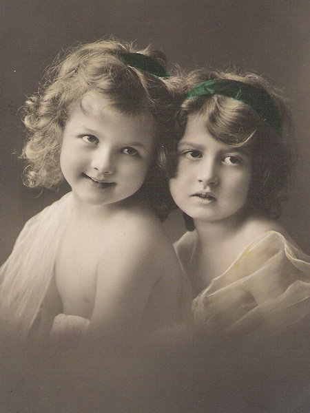 Two-little-girls-hand-tinded-photo-postcard (450x600, 82Kb)