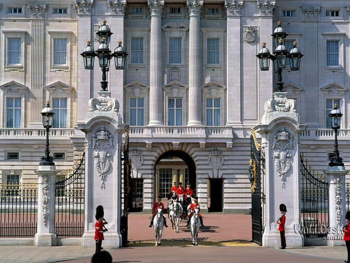 Buckingham-Palace,-London,-England (700x525, 139Kb)