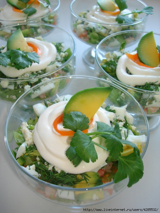 Салат с креветками рецепт с в креманках рецепты