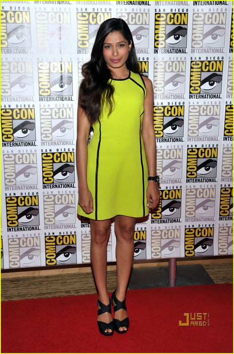 freida-pinto-immortals-comic-con-red-carpet-01 (463x700, 120Kb)