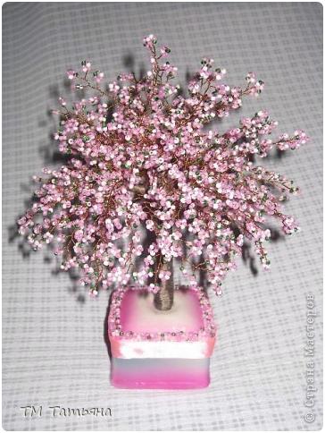 Для изготовления дерева использован чешский бисер, проволока, пайетки.  2008-2014 Biserok.ru - Авторский сайт о...
