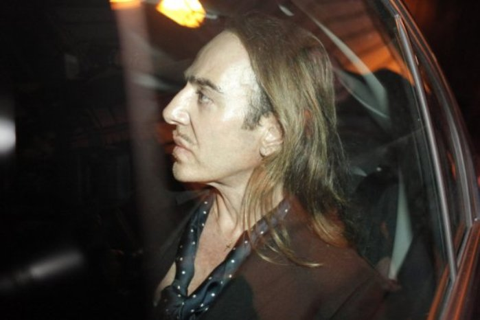 343539-john-galliano-quitte-palais-justice (699x466, 39Kb)