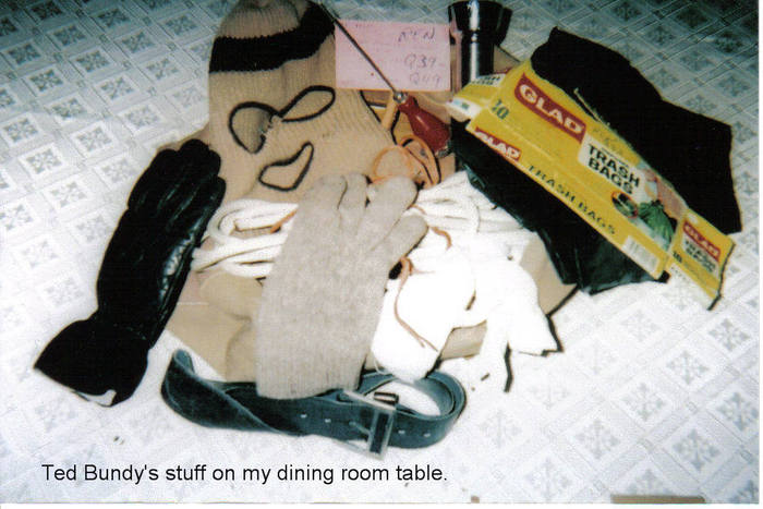 Ted_Bundy_stuff_table (700x467, 60Kb)
