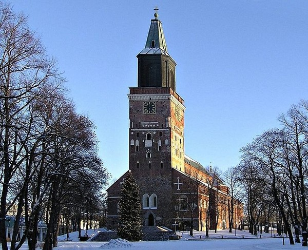 739px-Turku_cathedral_26-Dec-2004 (600x487, 120Kb)