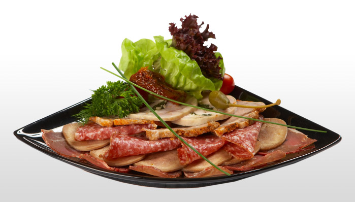 Деревенская мясная закуска с соленьями (699x398, 63Kb)