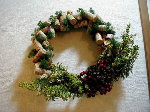 Мне там еще рождественские венки из пробок понравились.  За бочку мерси.  Сообщение от Ева Алекс.