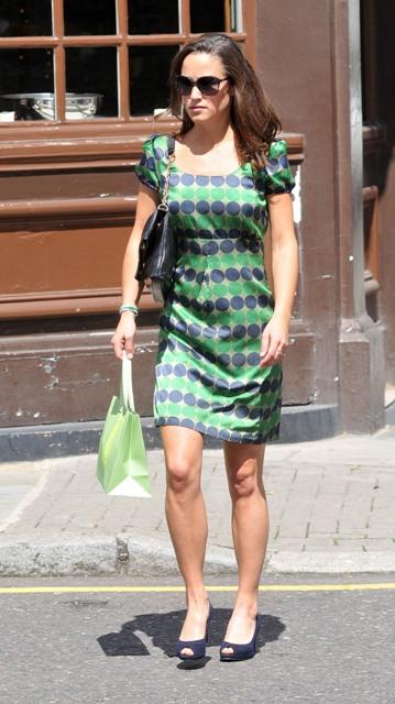 Пиппа предпочитает консервативный стиль в одежде.