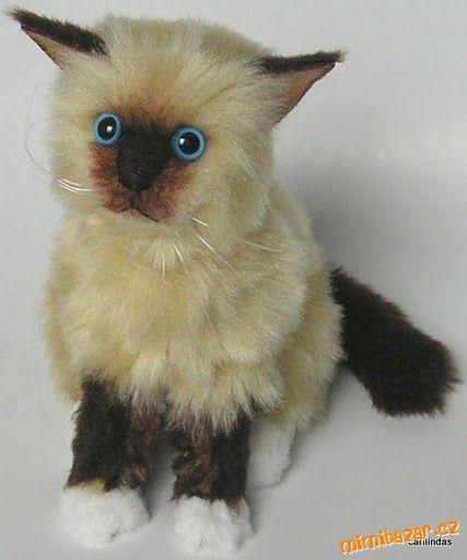 А. вот тут. в меховых игрушках я разместила эту меховую кошку.