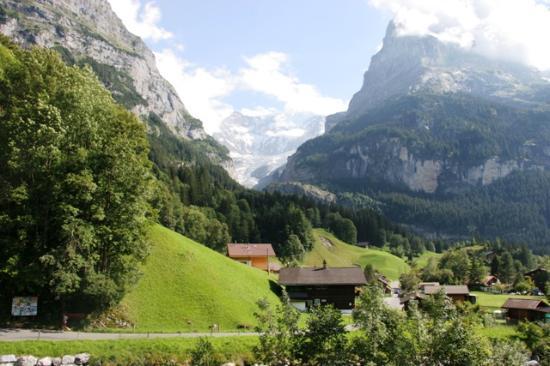 Курорты Швейцарии - Интерлакен/2822077_mountainsaroundinterlaken1 (550x366, 39Kb)