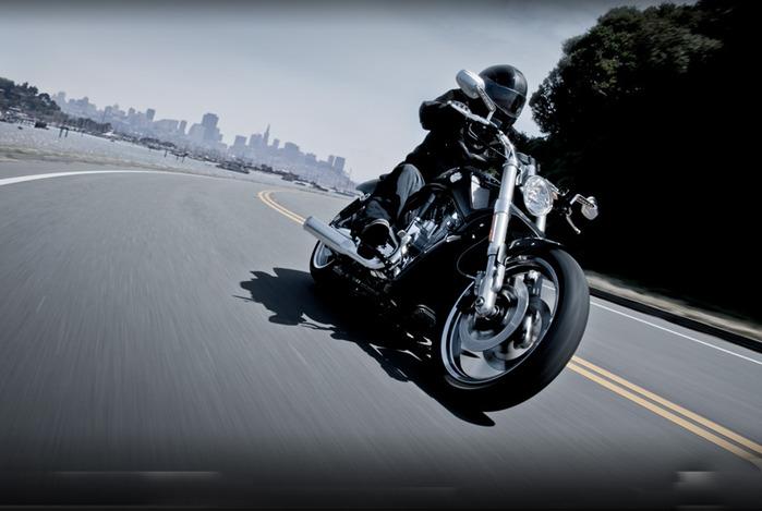 Harley Davidson V-Rod 10th Anniversary Edition/2822077_12vrodmusclemylit21 (700x469, 74Kb)