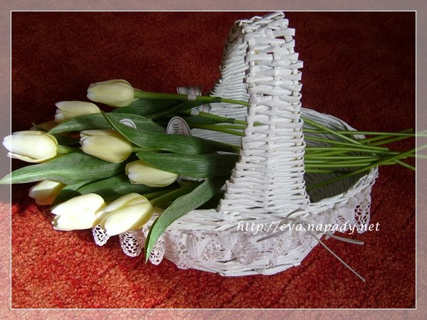 bнlэ ovбlnэ koљнk s krajkou a tulipбny (600x450, 74Kb)