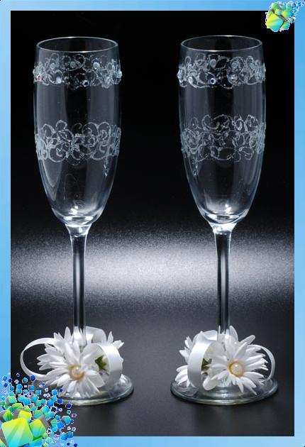 Вот несколько примеров, как своими руками украсить свадебные фужеры