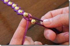 Как плести браслет с бусинами и шнурком