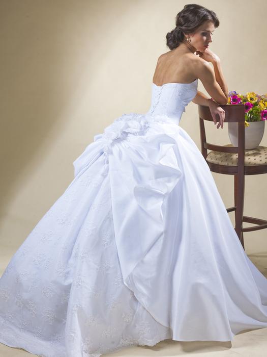 Свадебные платья от салона юнона.