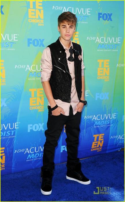 justin-bieber-teen-choice-awards-2011-01 (433x700, 85Kb)