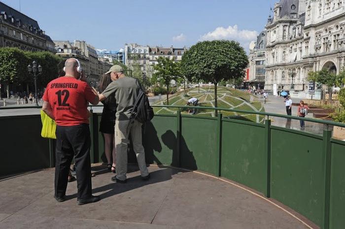 Зрительная иллюзия в центре Парижа