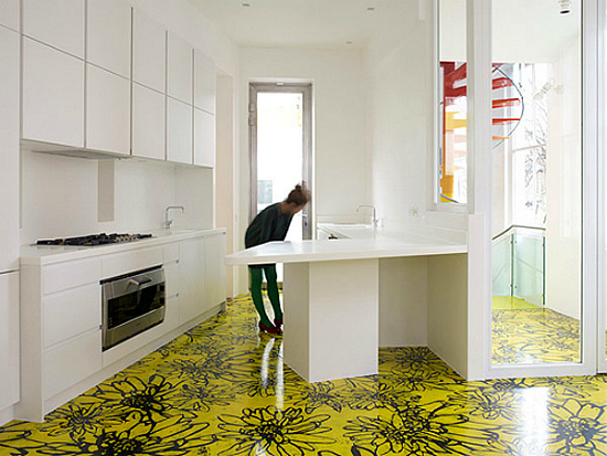 Дизайн квартир - фотографии радужного интерьера/2822077_TheRainbowHouseLondonbyABRogersDesign81 (550x413, 193Kb)
