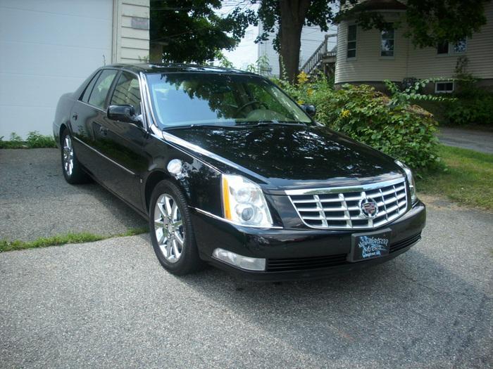 Cadillac-DTS-2006-1249326239 (700x525, 184Kb)