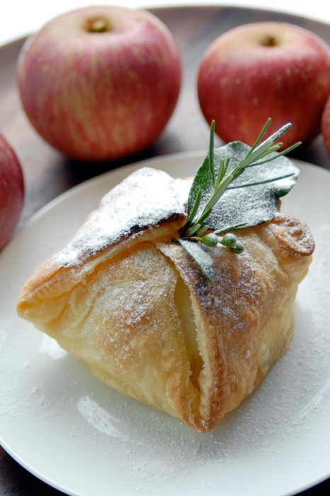 яблоки в тесте/4453387_1343825758_4d3fe32f8f_Vanilla_apple_in_puff_pastry_O (466x700, 210Kb)