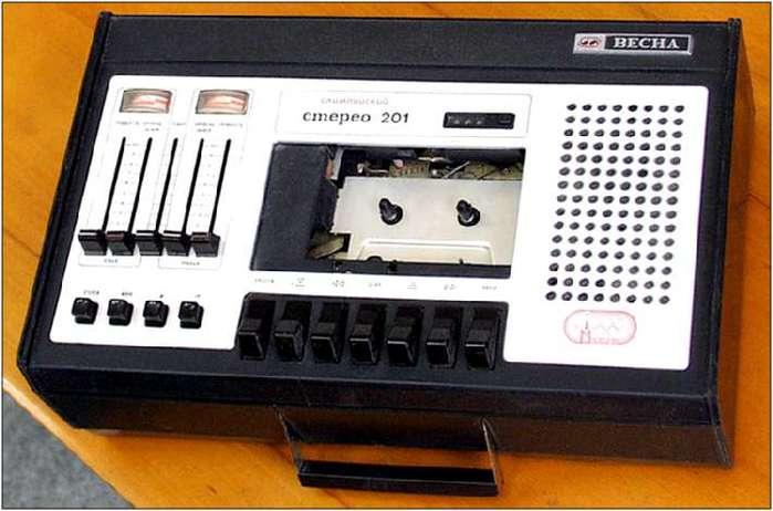 Магнитофон ''Весна-201стерео'' (УПМ-14) это стационарно-переносной кассетный звукозаписывающий аппарат второго класса.