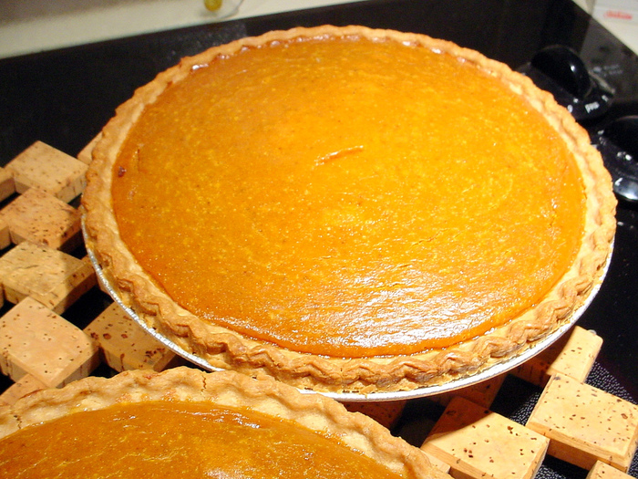 4453387_66366304_21b08ce24a_two_pumpkin_pies_L (700x525, 280Kb)