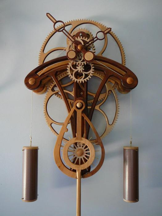 ...по его словам, не является профессиональным часовщиком, и уверен, что создавать подобные деревянные механизмы...