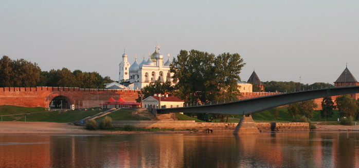 4498623_Novgorodskii_kreml (700x327, 117Kb)
