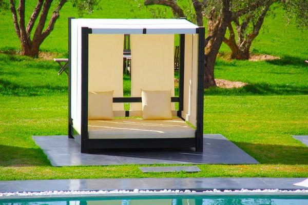 30 красивейших кроватей с балдахинами для вашей террасы 12 (600x400, 84Kb)