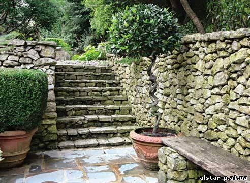 Примеры декоративных подпорных стенок. назначение этих подпорных стенок- удержать грунт на откосах...
