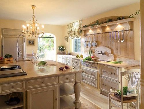 Современный интерьер прекрасно приемлет это направление:популярны кухня, столовая, детская в стиле прованс.