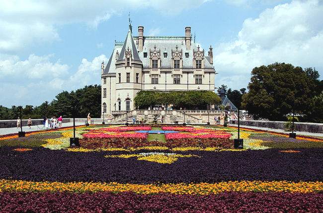 Biltmore House and Flower Carpet 2  Flickr - Photo Sharing! (650x430, 635Kb)