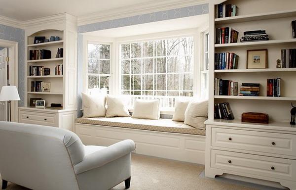 А знаете ли вы, что у окна можно отвоевать дополнительное место для отдыха.  Диван-подоконник - это новое слово в...