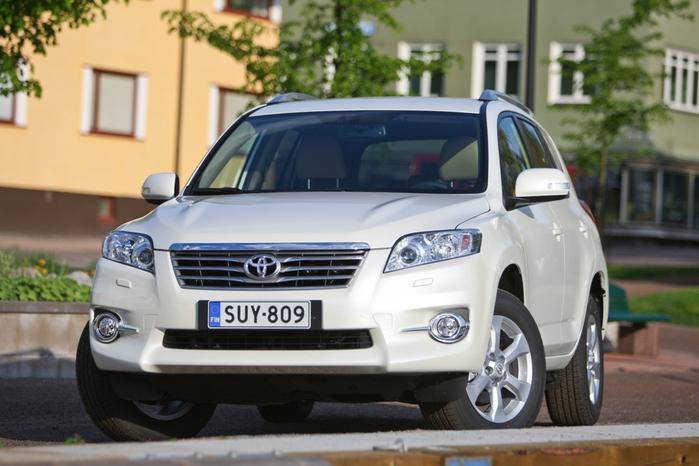 Toyota-RAV4-2010_01 (700x466, 198Kb)