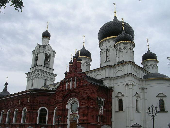 903345_800pxTheotokos_of_Tikhvin_Temple_in_Noginsk (700x525, 70Kb)