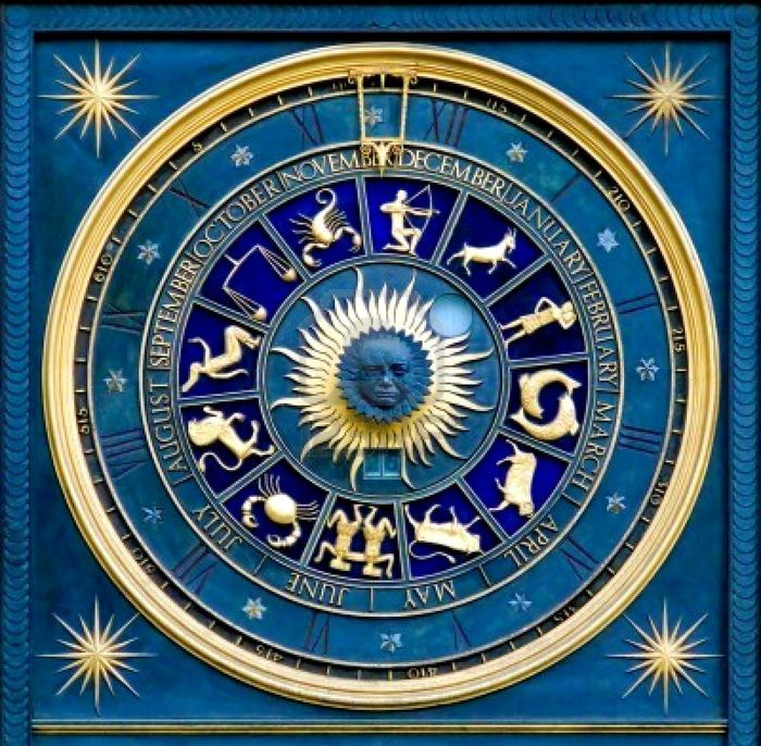 686449-blue-zodiac-clock-with-gold-deatail-and-decoration (700x686, 130Kb)