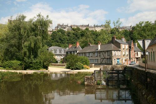 Фужер (Fougeres) — старинный город-крепость с 13 башнями в Бретани 80837