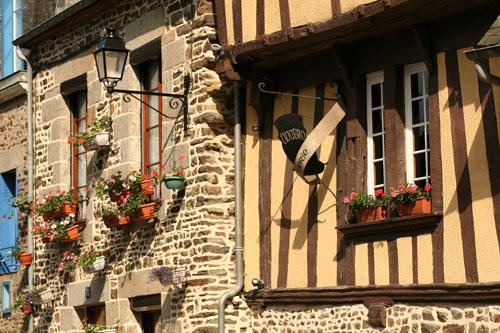 Фужер (Fougeres) — старинный город-крепость с 13 башнями в Бретани 50875