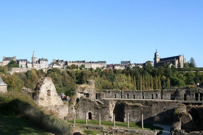 Фужер (Fougeres) — старинный город-крепость с 13 башнями в Бретани 38894