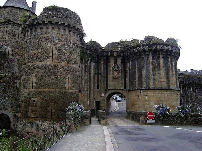 Фужер (Fougeres) — старинный город-крепость с 13 башнями в Бретани 59296