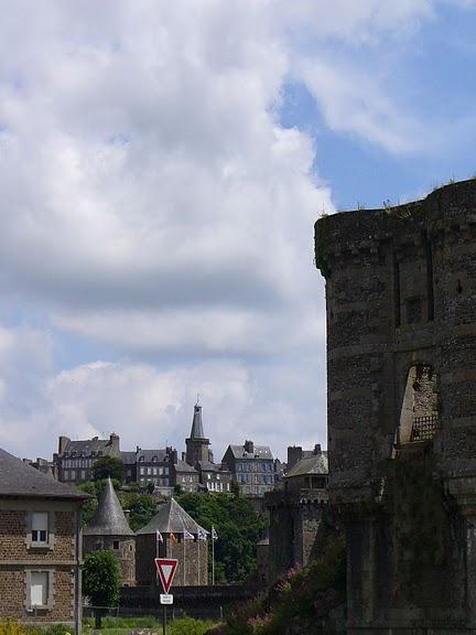 Фужер (Fougeres) — старинный город-крепость с 13 башнями в Бретани 14604