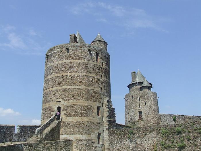 Фужер (Fougeres) — старинный город-крепость с 13 башнями в Бретани 41349