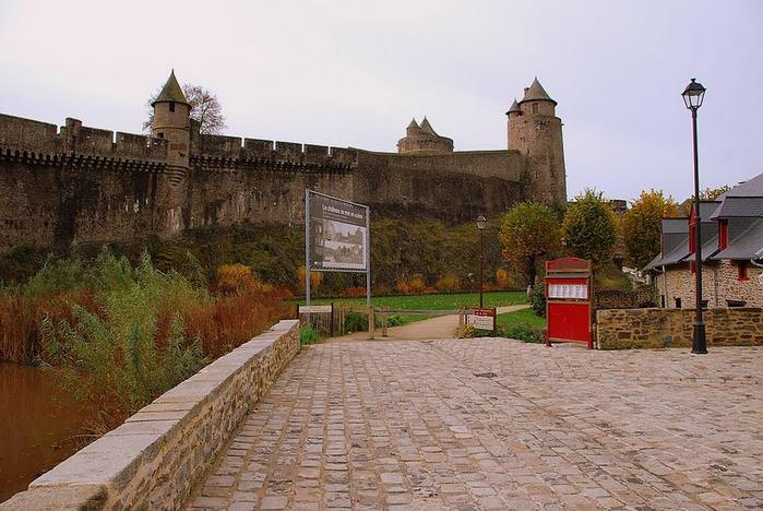 Фужер (Fougeres) — старинный город-крепость с 13 башнями в Бретани 96493