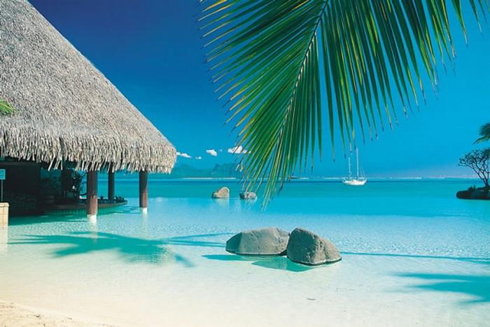 Таити - остров Французской Полинезии, называемый также островом любви.