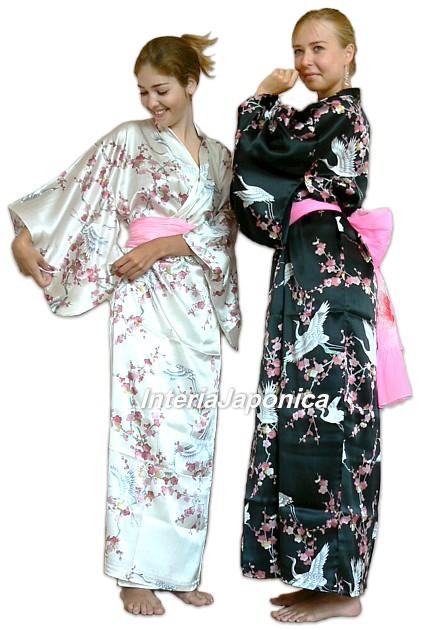 Для построения выкройки кофточки кимоно на листе бумаги.