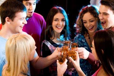 8357190-grupa-trzymaj--szklanki-szampania-dokonanie-toast (400x267, 27Kb)