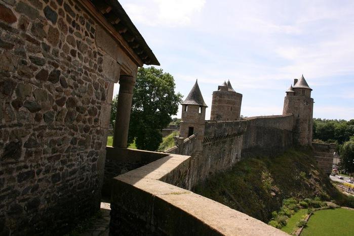 Фужер (Fougeres) — старинный город-крепость с 13 башнями в Бретани 92636