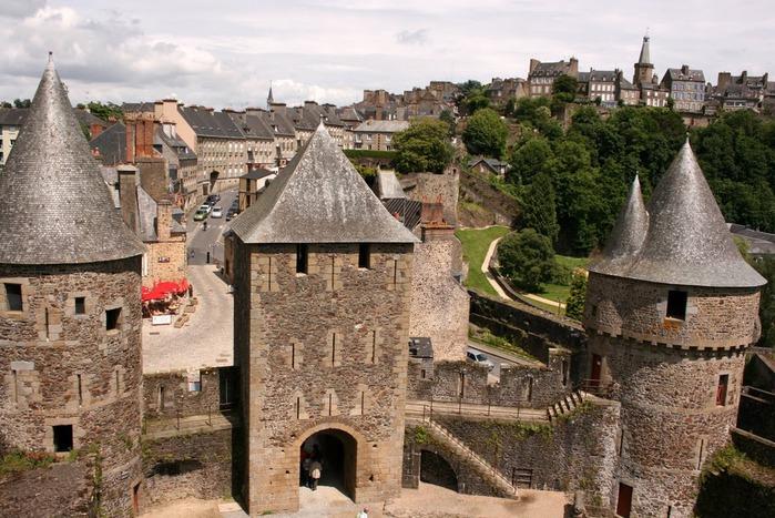 Фужер (Fougeres) — старинный город-крепость с 13 башнями в Бретани 11078