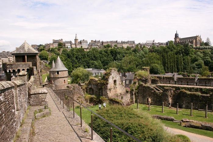 Фужер (Fougeres) — старинный город-крепость с 13 башнями в Бретани 68434