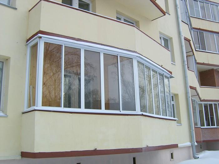 выполняеп остекление балкона (700x524, 80Kb)