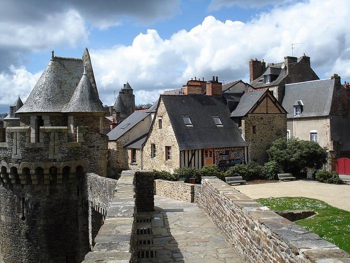 Фужер (Fougeres) — старинный город-крепость с 13 башнями в Бретани 21554